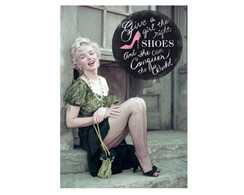 "Postkarte Marilyn Monroe ""Give a girl the right shoes..."""